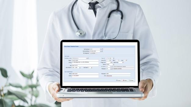 dokter dan laptop